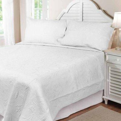 Textiles Plus Inc. Solid Tuilp Garden Quilt Set