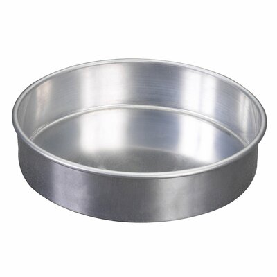 Round Cake Pan by Nordic Ware