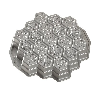 Honeycomb Pull Apart Pan by Nordic Ware