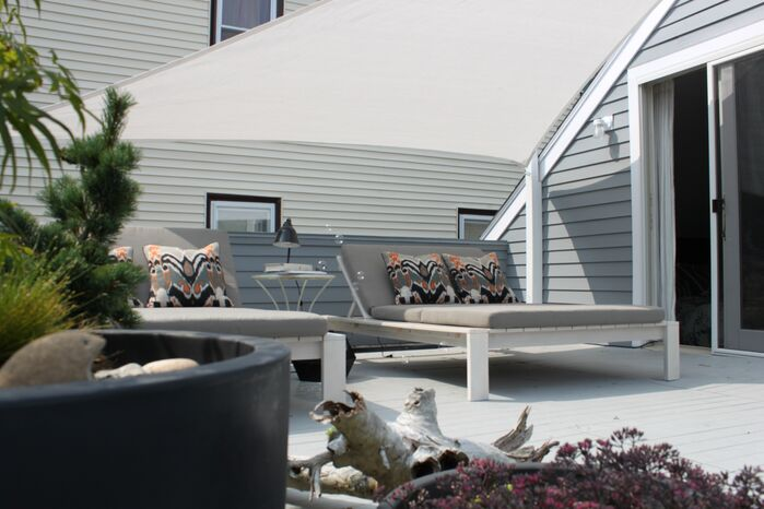 Modern Exterior/Patio photo by Cocoon Home