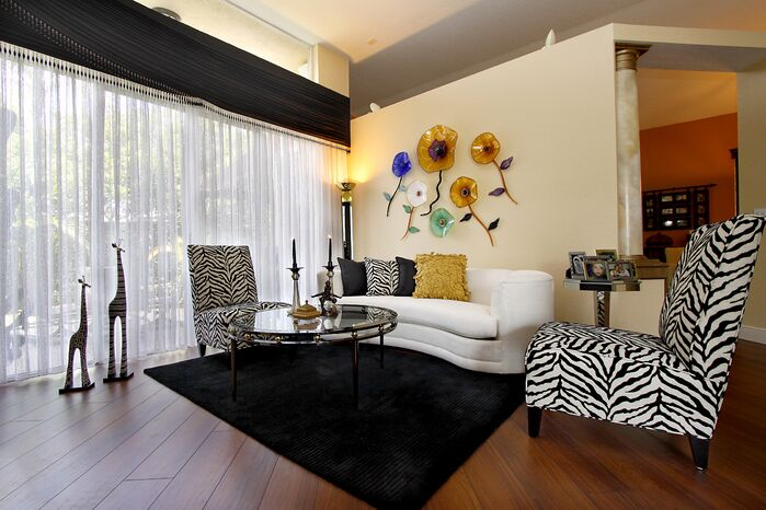 Eclectic Living Room photo by HK Interiors