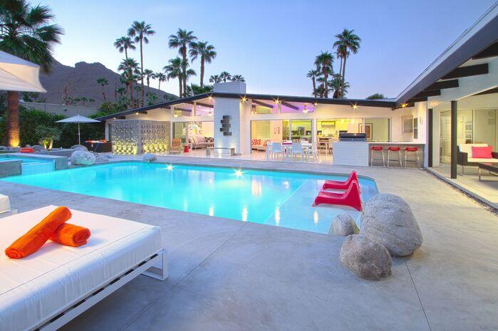 Contemporary Exterior/Patio photo by PS Luxury Rentals