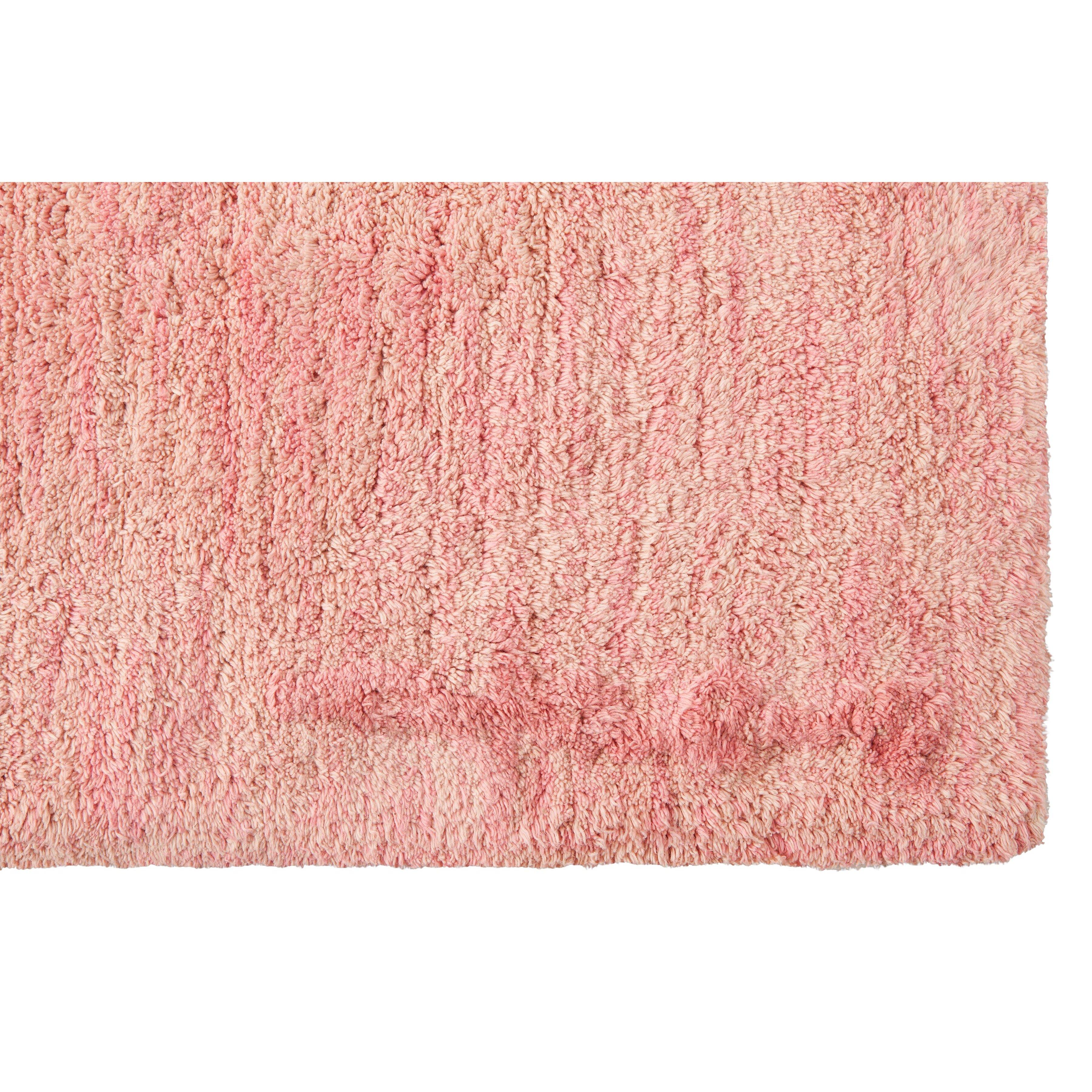 handgefertigter teppich aarty in rosa von lorena canals. Black Bedroom Furniture Sets. Home Design Ideas