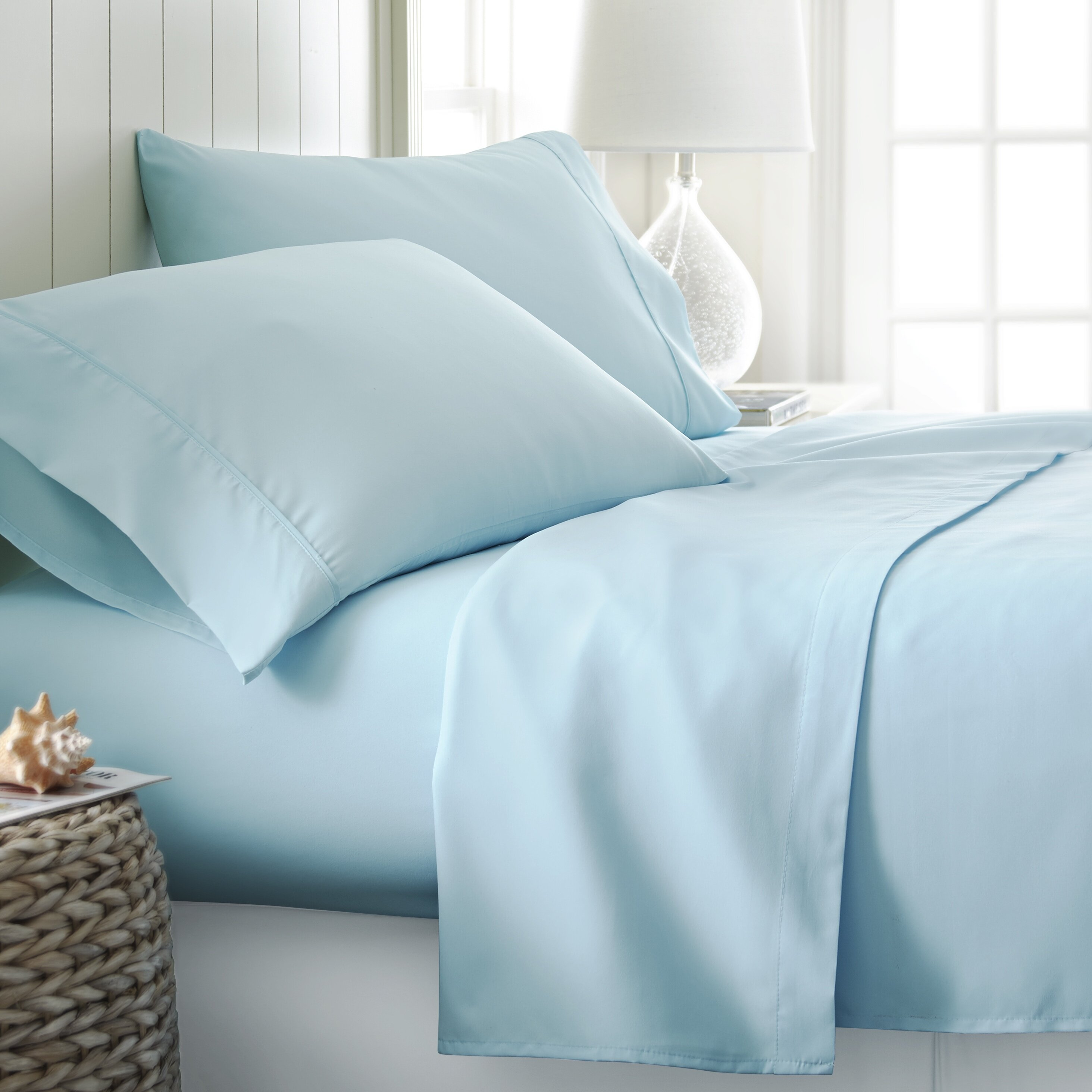 should i tuck in the top bed sheet underneath my mattress nostupidquestions. Black Bedroom Furniture Sets. Home Design Ideas
