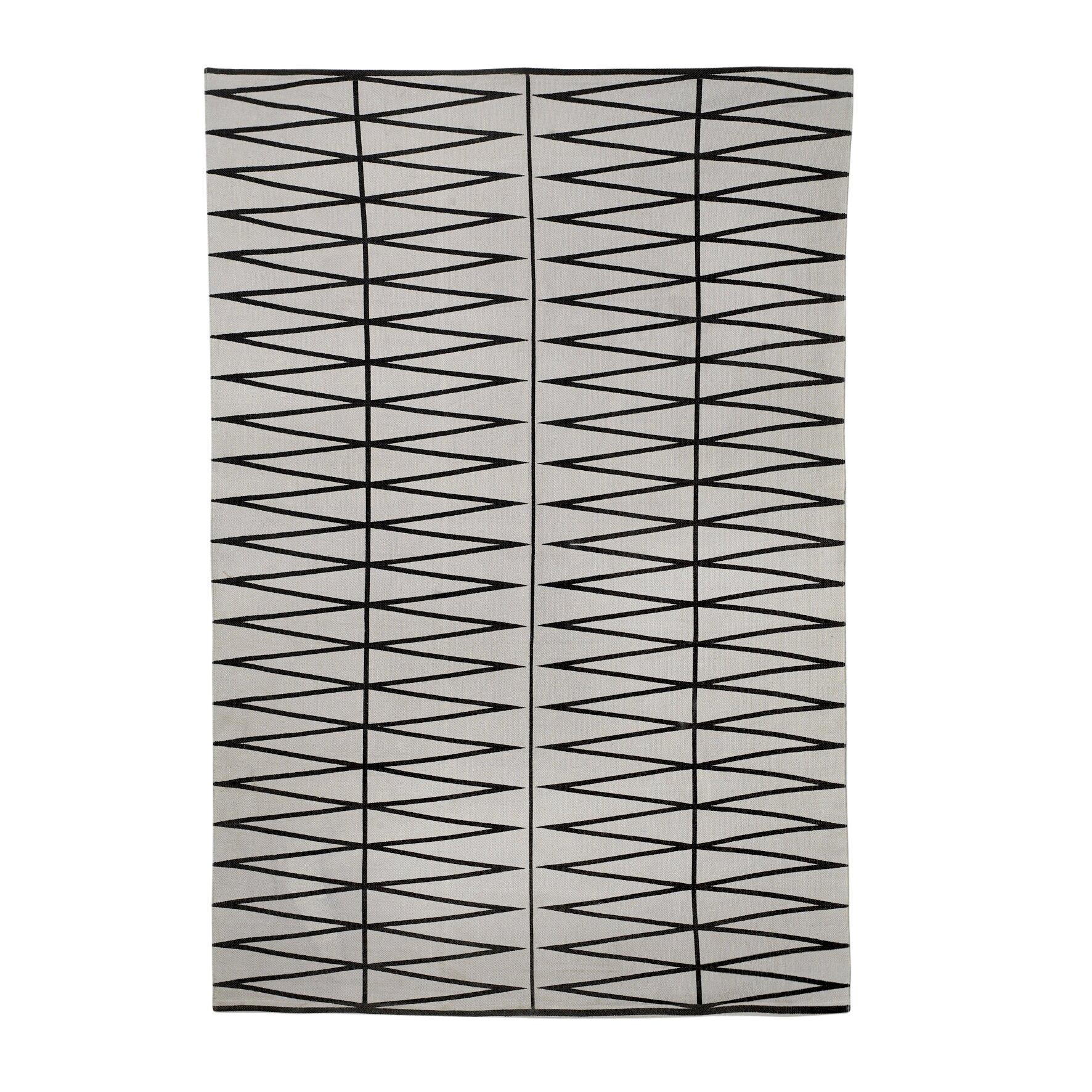 bloomingville teppich in grau reviews von bloomingville. Black Bedroom Furniture Sets. Home Design Ideas